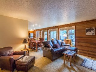 Free SHARC Passes, Dog Friendly w/ Enclosed Deck, Hot Tub & Sun Room-12 Lark - Sunriver vacation rentals