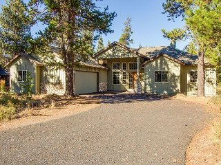 Dutchman 12 - Inviting, dog loving home with A/C and home theater system - Sunriver vacation rentals