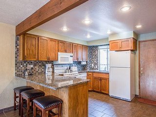 Sunriver Cabin, New Upgrades, Walk to Fort Rock Park w/ Your Family!-Camas 12 - Sunriver vacation rentals