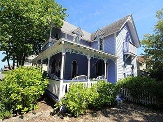 Charming 6 bedroom Vacation Rental in Oak Bluffs - Oak Bluffs vacation rentals