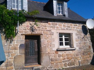 Detached Breton Cottage - Sleeps 5, Tranquil Setting, 45 mins from the beach. - Plesidy vacation rentals