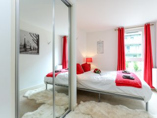 Well equipped, modern flat with spa near London Heathrow airport - Hayes vacation rentals