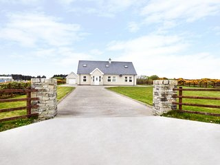 ERRIGAL VIEW, open fire, French doors, river and countryside views, Dungloe - Dungloe vacation rentals
