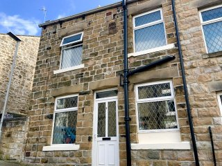 BROOK COTTAGE, cosy, pretty, double bedroom, WiFi, close to town amenities - Barnoldswick vacation rentals