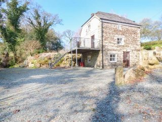 BOTTERNELL MILL, isolated, balcony, 2 bedrooms both with en-suites, near - Launceston vacation rentals