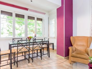 4BRD Apartment in the Heart of Gràcia sleeps 7 - Barcelona vacation rentals