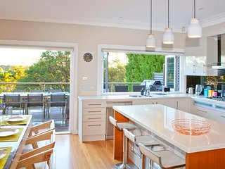 Luxurious Mini Mansion close to Manly - Seaforth vacation rentals