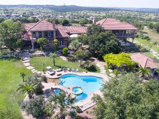 Deluxe vacation home overlooking golf course with pool/spa, dog-friendly! - Kerrville vacation rentals