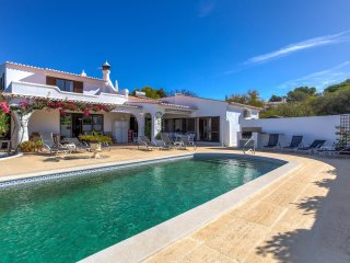 Superbly positioned spacious 6-Bed villa - Carvoeiro vacation rentals