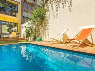 Amazing Pool House In Gracia - World vacation rentals
