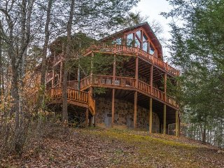 Upscale cabin w/ private hot tub, game room, & shared seasonal pool access! - Sevierville vacation rentals