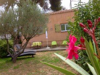 Au coeur de la Provence : Gite meublé climatisé :  La treille (pour 4 personnes) - Miramas vacation rentals