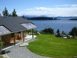 Luna Vista STUDIO CABIN - Heriot Bay vacation rentals