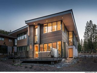 NEW LISTING - Contemporary Ski-in/Ski-out Townhome w Hot Tub! - Truckee vacation rentals