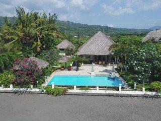 Villa Surgawi - Dencarik vacation rentals