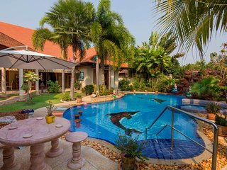 Scenic Pattaya 4 bedroom villa sleeps 11 - Pong vacation rentals