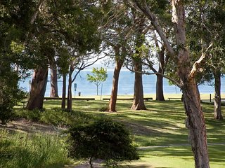 Bay Parklands, Unit 44/2 Gowrie Avenue - FREE WIFI - Nelson Bay vacation rentals
