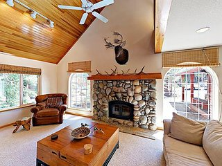 3BR Tahoe Donner w/ Large Fireplace & Deck – Close to Dining & Recreation - Truckee vacation rentals