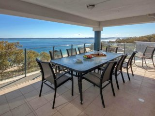 Le Vogue, Unit 22, 16 Magnus Street - FREE WI-FI - Nelson Bay vacation rentals