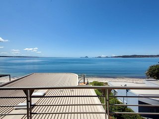 Clippers Penthouse, Waterfront - LINEN SUPPLIED - Soldiers Point vacation rentals
