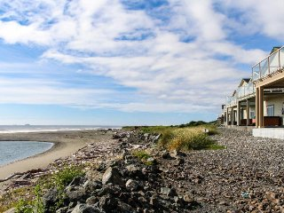 Oceanfront with hot tub, balcony, & fireplace. Dog-friendly! - Gold Beach vacation rentals