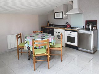 Arcachon Bay flat w/ terrace & WiFi - Ares vacation rentals