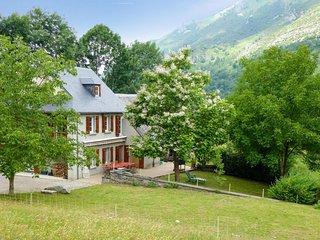 Comfortable house w/ mountain views - Campan vacation rentals