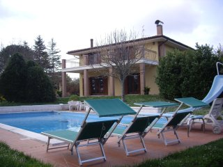 4 bedroom villa with 15m private swimming pool set in 1/4 acre garden. - Lanciano vacation rentals