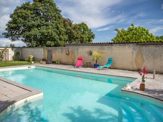 Comfortable house w/ swimming pool - Duravel vacation rentals