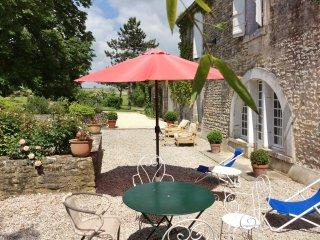 Spacious house in colourful garden - Courbillac vacation rentals