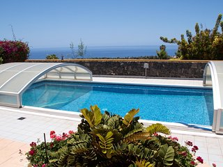 house with sea view, pool, hot tub! - Isora vacation rentals