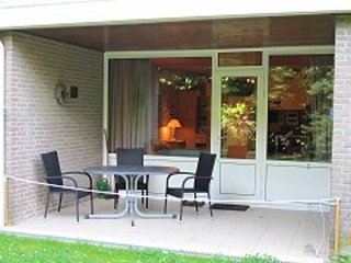 Bright studio with terrace by Lake Grevelingen, 300 metres from the beach - Bruinisse vacation rentals
