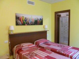 Bright 1 bedroom Condo in Alzano Lombardo with Central Heating - Alzano Lombardo vacation rentals