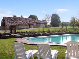 Traditional country house in lot et garonne with shared pool & countryside views - Agnac vacation rentals