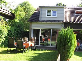 Beautiful holiday house by grevelinger meer, near the beach! - Bruinisse vacation rentals
