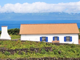Traditional house with sea views - Pico vacation rentals