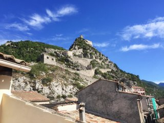 Cosy apartment in Entrevaux w/views - Entrevaux vacation rentals