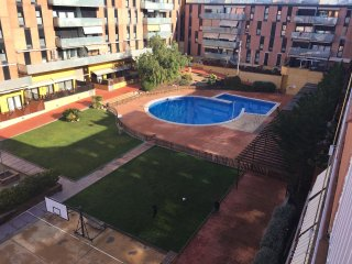 Nice apt with pool access & terrace - Terrassa vacation rentals