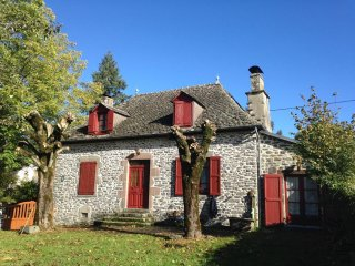 Traditional Stone House w/ garden - Drugeac vacation rentals