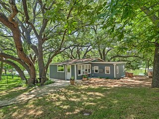 """""""D"""" Cabin on the Lake - Serene 2BR Burnet Oasis w/Private Bulkhead - Bicycles, Paddleboat, & Canoe Provided! - Kingsland vacation rentals"""