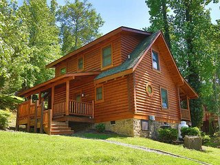 Dog Days a 2BR Cabin with bedside Jacuzzi and private bath in Master Suite - Sevierville vacation rentals