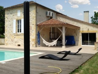 Spacious 4 bedroom house in lot et garonne with wifi, a/c, garden, private pool - Monsempron-Libos vacation rentals
