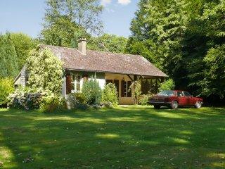 Quaint house w/ private pond & WiFi - Lourdoueix Saint Pierre vacation rentals