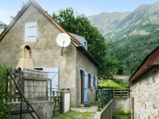 Spacious house w/ furnished terrace - Aragnouet vacation rentals
