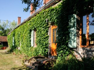 Large house w/ garden & WiFi - Moulins vacation rentals