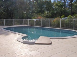 Cottage 3 - 2 bedrooms with pool - Saint-Saud-Lacoussiere vacation rentals