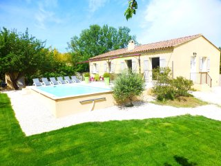 House with 3 rooms in lirac, with private pool, enclosed garden and wifi - Lirac vacation rentals
