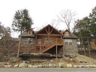 Dragan's Den - Relaxing 2 Bedroom, 2 Bath Pet-Friendly Lodge! Features a Wii! - Branson West vacation rentals