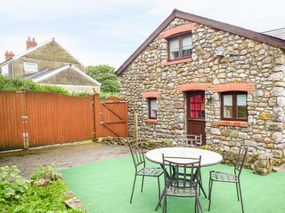 GRANARY COTTAGE, ground floor annex, WiFi, paved seating area, ideal for a - Scurlage vacation rentals