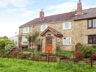 1 CASTLE ORCHARD, end-terrace stone cottage, WiFi, hot tub, dog-friendly - Stourton vacation rentals